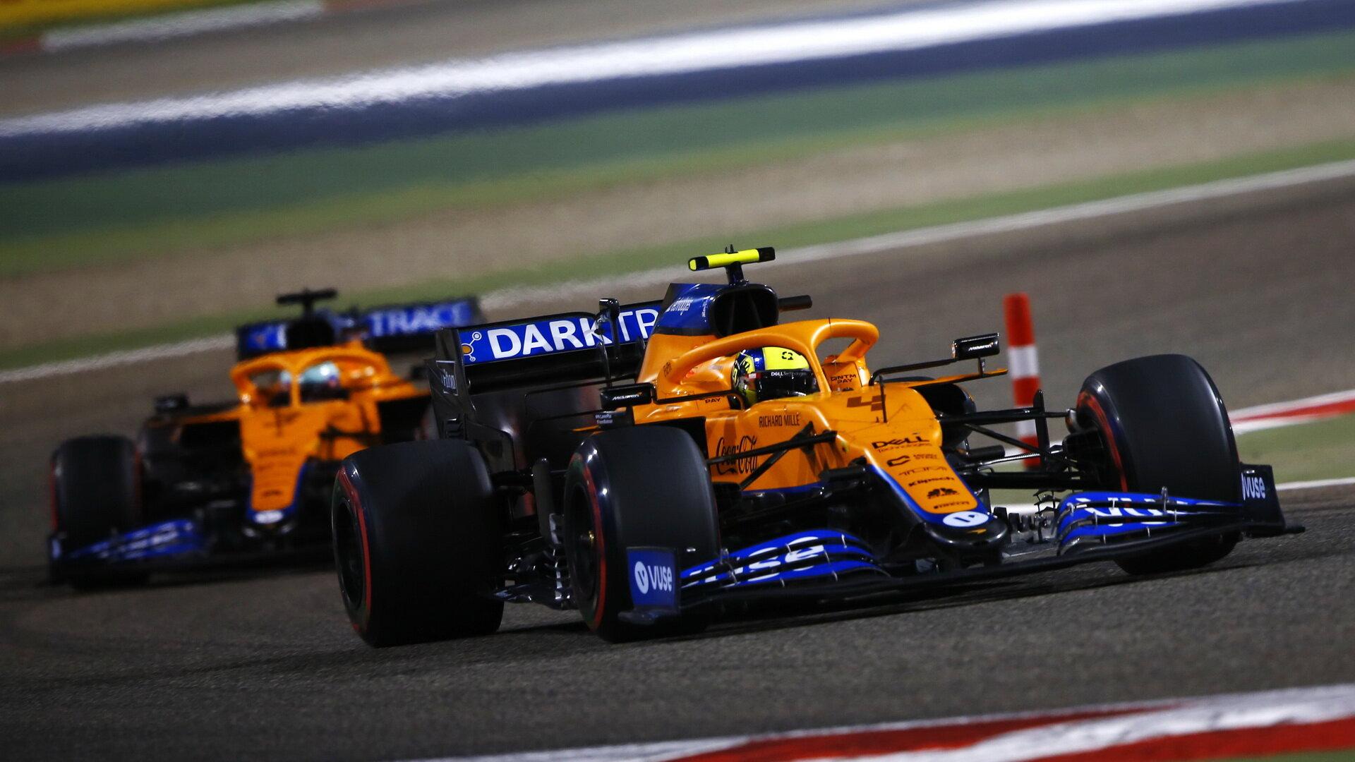Lando Norris a Daniel Ricciardo - závod v Bahrajnu