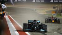 Lewis Hamilton si po předchozím vítězství v Bahrajnu dnes dojel pro stříbro