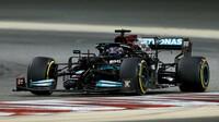 Lewis Hamilton zatím v Imole nemá nejlepší den (ilustrační foto)