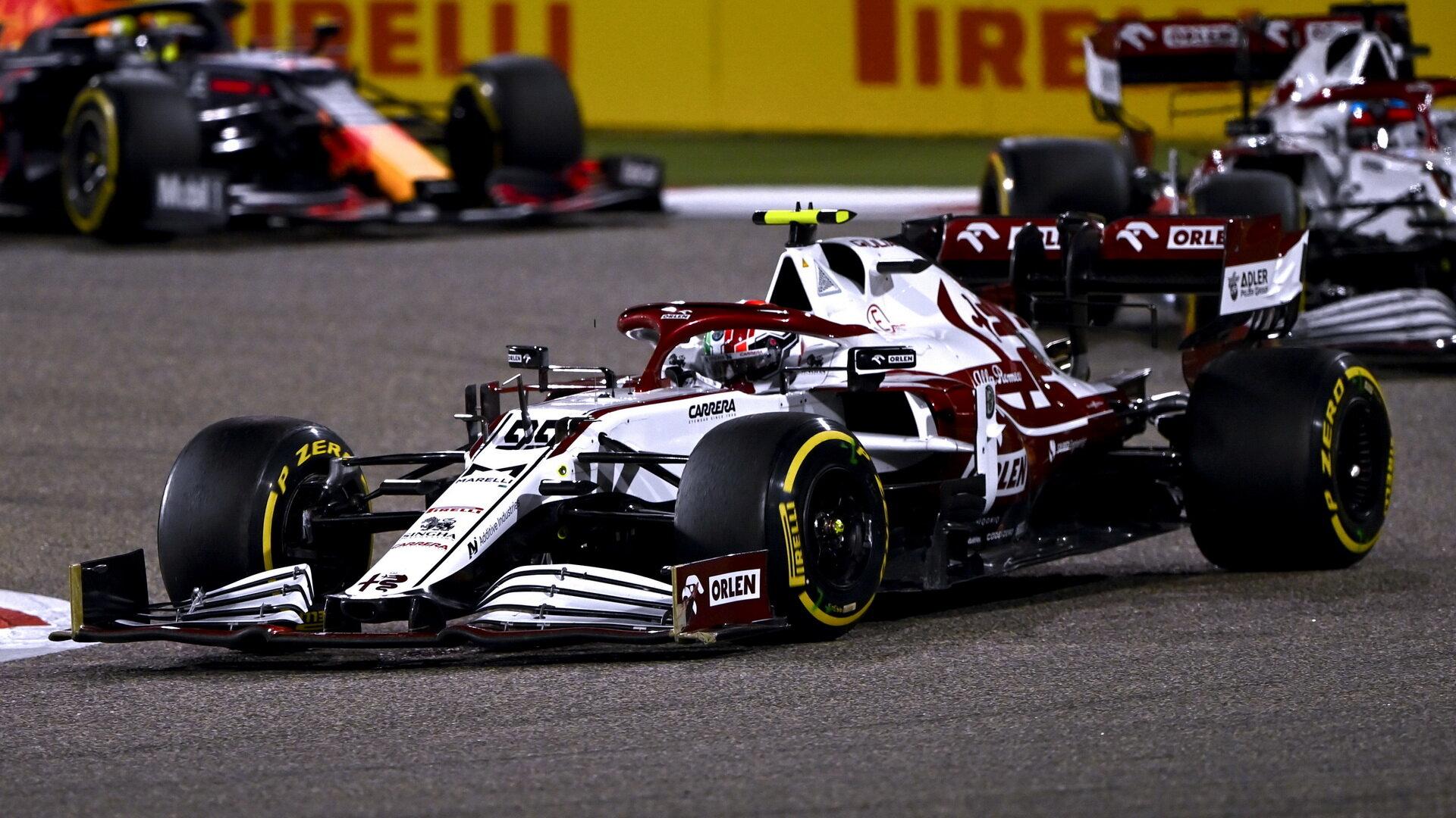 Antonio Giovinazzi - závod v Bahrajnu