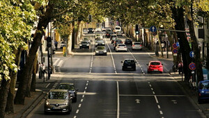 Lidé běhemprvní vlny pandemie na silnicích méně bourali. Povinné ručení tak zdraží jen málo - anotační obrázek