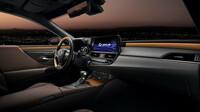 Lexus ES - moderní atmosféru na palubě vozu znásobují dekorativní prvky v novém provedení