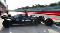 """Valtteri Bottas s Mercedesem během testu 18"""" pneumatik"""