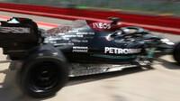 Hamilton odpoledne nejrychlejší, Red Bull v hloubi pole - anotační obrázek
