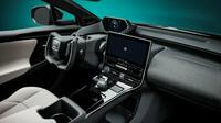 Toyota bZ4X dostala jako první na světě vidlicový (nikoli kulatý) volant v kombinaci se systémem řízení bez mechanické vazby