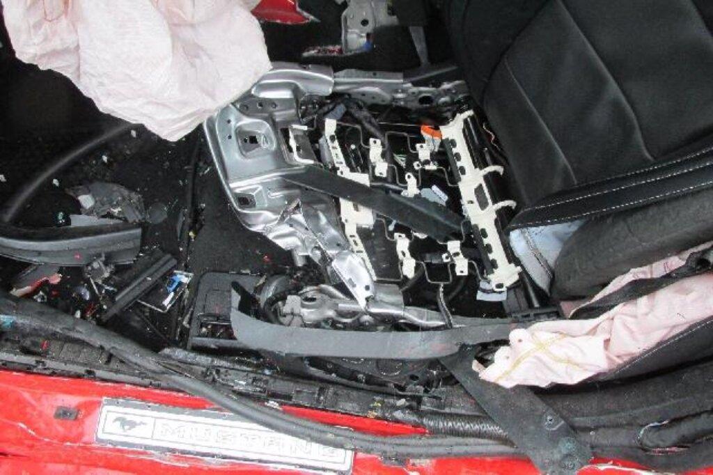 Ford Mustang po totální havárii, škoda 1,6 milionu Kč