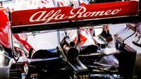 Výfuk vozu Alfa Romeo - kvalifikace v Barceloně
