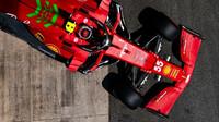 Carlos Sainz s Ferrari během kvalifikace na GP Španělska