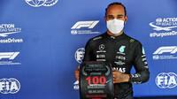 Lewis Hamilton vyhrává svou 100 pole position v kvalifikaci v Barceloně