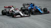 Antonio Giovinazzi a Fernando Alonso - závod v Barceloně