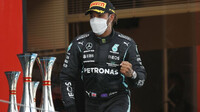 Lewis Hamilton na pódiu - závod v Barceloně
