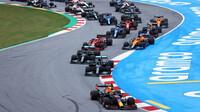 Start GP Španělska - Pérez v hloubi pole