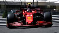 Carlos Sainz v tréninku na GP Monaka 2021