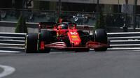 Charles Leclerc v tréninku na Velkou cenu Monaka 2021