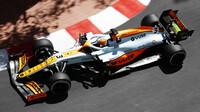 Daniel Ricciardo při čtvrtečním tréninku v ulicích Monaka