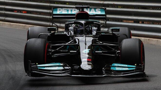 Lewis Hamilton si moc radosti v Monaku s Mercedesem po zpackané strategii neužil