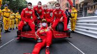 Carlos Sainz si dojel pro druhé místo v závodě v Monaku