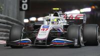 Mick Schumacher v závodě v Monaku