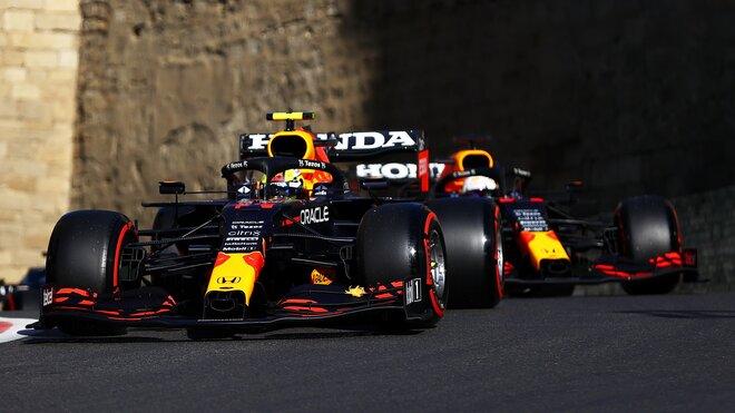 Max Verstappen a Sergio Pérez - takto odkroužili podstatnou část závodu