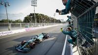 Sebastian Vettel v cíli - závod v Baku