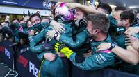 Sebastian Vettel se raduje z druhého místa po závodě v Baku