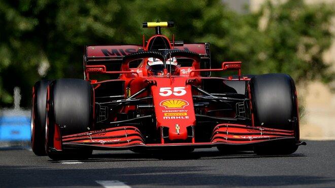 Carlos Sainz v uličkách Baku