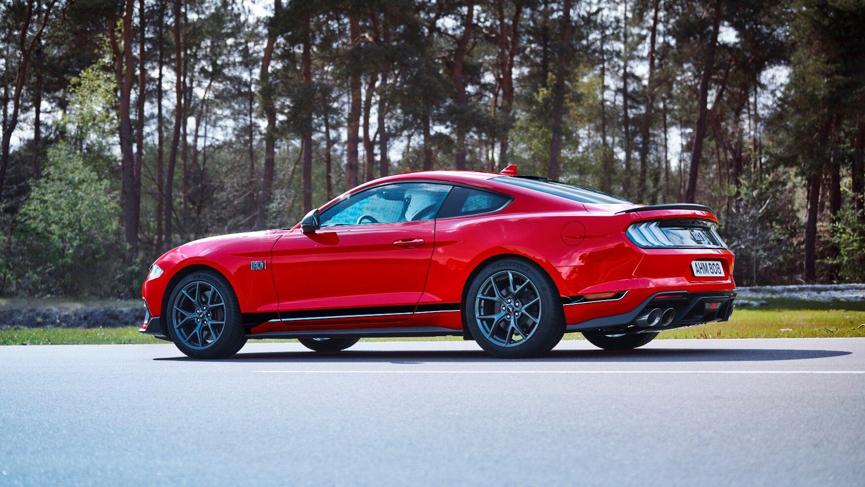 """""""Skutečný Mustang Mach 1 musí vypadat rychle, i když nehybně stojí,"""" řekl šéfkonstruktér Matthias Tonn"""
