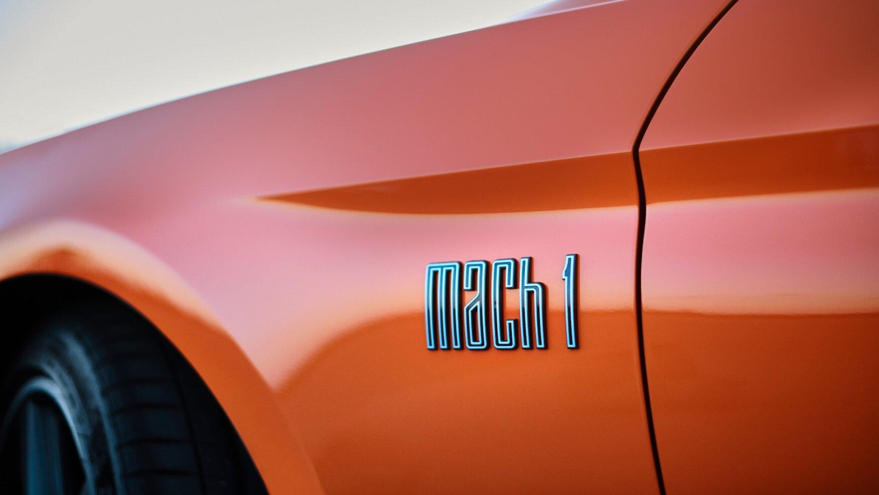 Nový Ford Mustang Mach 1 nabízí speciálně naladěný motor 5.0 V8 o výkonu 338 kW (460 k), vylepšenou aerodynamiku, posílené chlazení i úpravy podvozku a hnacího ústrojí