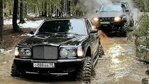 Kam se hrabe Géčko od Mercedesu, toto Bentley Arnage je opravdu nepřehlédnutelné - anotační obrázek