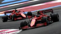 Carlos Sainz a Charles Leclerc čekají, že skončí hned za špičkou v podobě Mercedesu a Red Bullu