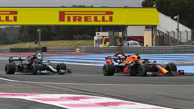 Max Verstappen a Lewis Hamilton - závod ve Francii