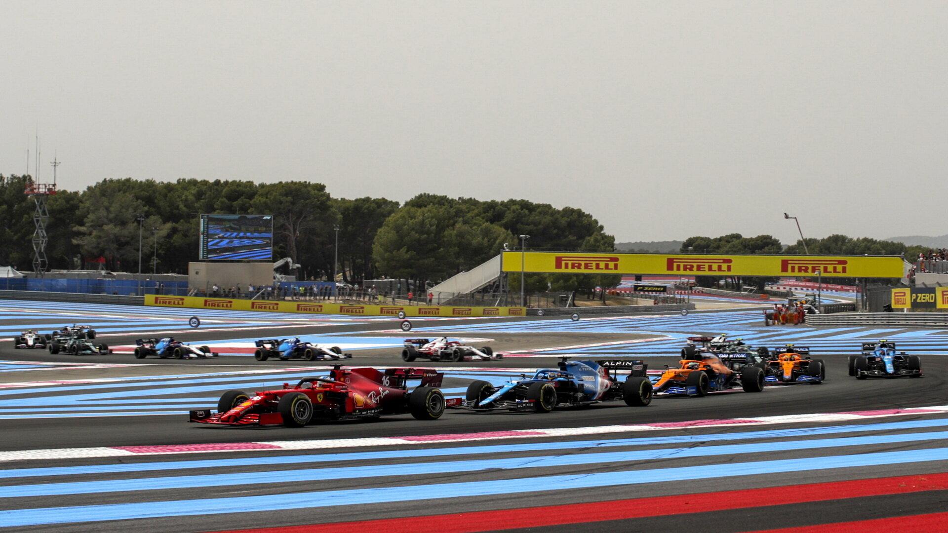 Charles Leclerc po startu závodu ve Francii