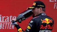 Max Verstappen slaví - závod ve Francii
