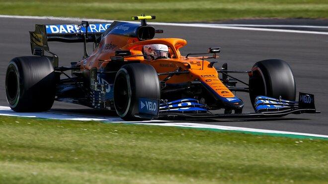Lando Norris s McLarenem MCL35 v Silverstone
