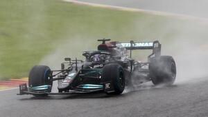 """""""Hamilton to bude mít s Russellem těžší než s Bottasem. Pokud mu dá Mercedes dobré auto,"""" usuzuje Alonso - anotační obrázek"""