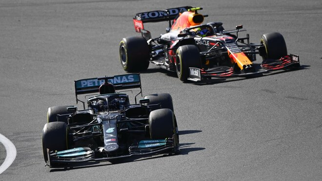 Lewis Hamilton a Sergio Pérez závod Holandsko