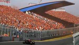 Max Verstappen v závodě v Holandsku