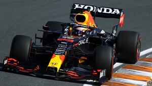 Šéf Red Bullu se obával, že o kolo zpět jedoucí Schumacher připraví Verstappena o vítězství - anotační obrázek