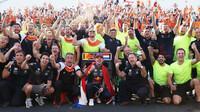 Týmová radost Red Bullu v závodě v Holandsku