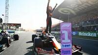 Max Verstappen vítězí v závodě v Holandsku