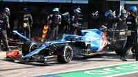 Fernando Alonso v závodě na Monze