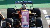 Daniel Ricciardo dojel do cíle jako první na Monze