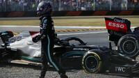 Lewis Hamilton po kolizi s Maxem Verstappenem v závodě na Monze