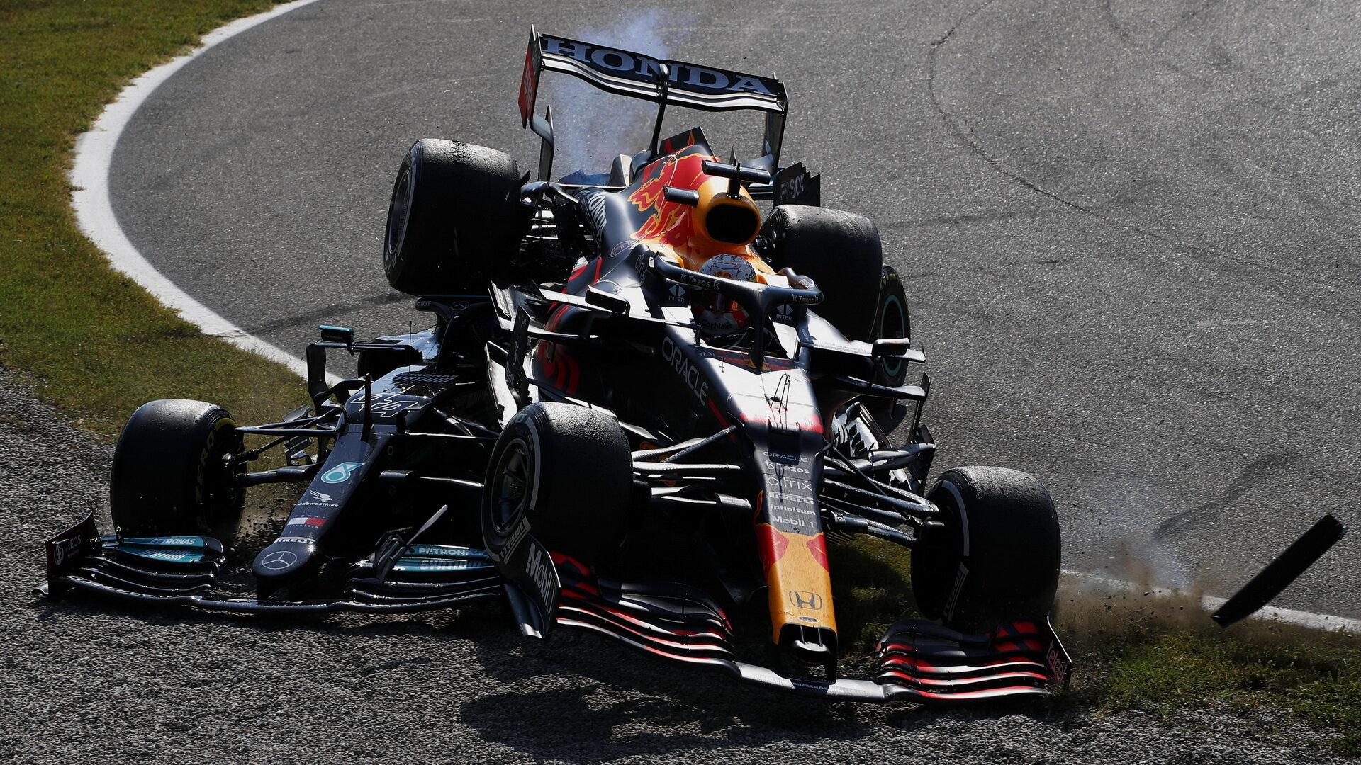 Max Verstappen přeletěl přes vůz Lewise Hamiltona v závodě na Monze
