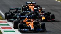 Daniel Ricciardo, Max Verstappen, Lewis Hamilton a Lando Norris v závodě na Monze