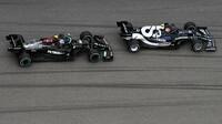 Valtteri Bottas a Pierre Gasly v závodě v Soči