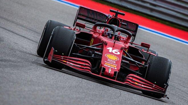 Charles Leclerc v závodě v Soči