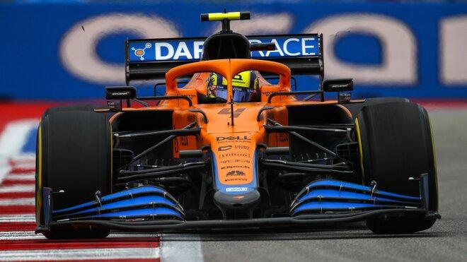 Lando Norris s McLarenem v Soči