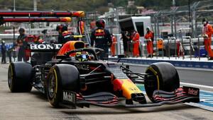 Ve třetím tréninku nejrychlejší Pérez před Sainzem a Verstappenem - anotační obrázek