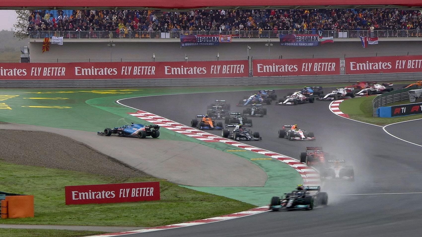 Fernando Alonso ve smyku po kontaktu s Pierrem Gaslym